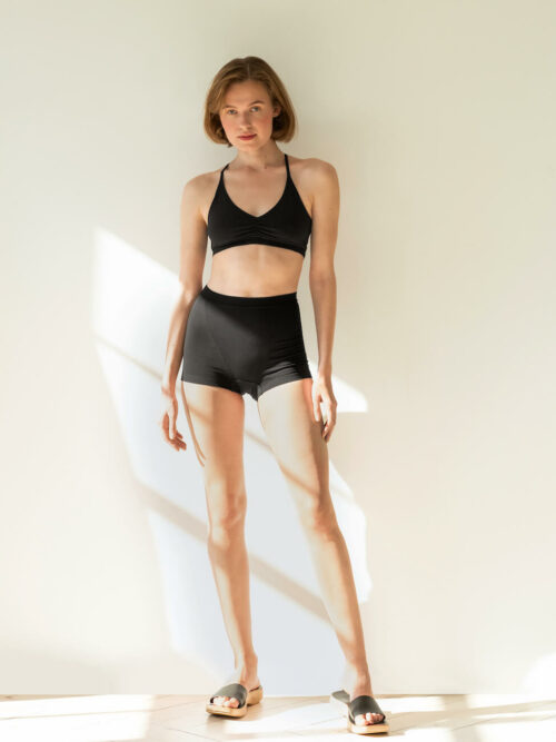 Black high-waisted boxers made of organic cotton